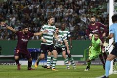 """Messi câm nín, Barca thắng """"rùa"""" trước Sporting Lisbon"""