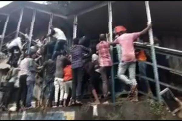 Giẫm đạp kinh hoàng ở Ấn Độ, hàng chục người chết