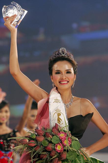 hoa hậu Diễm Hương, Làng sao
