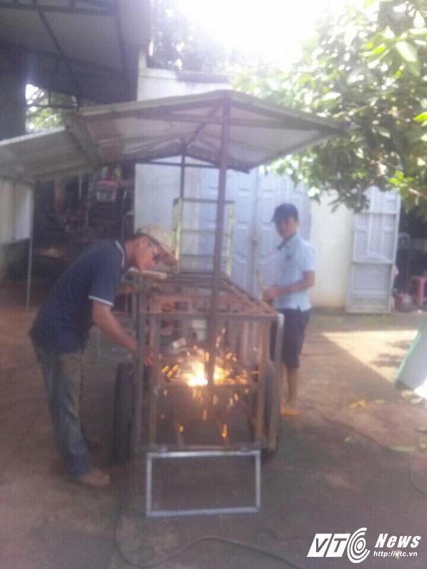 Lương ít, trưởng phòng ở Đắk Lắk nghỉ việc về nhà đẩy xe bán hàng rong
