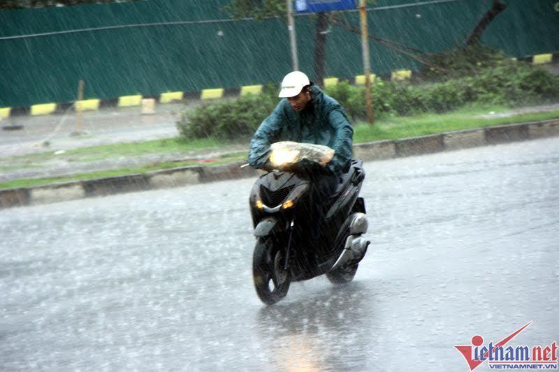 Thời tiết 30/9: Hà Nội mưa bất chợt, Đà Lạt lạnh 15 độ