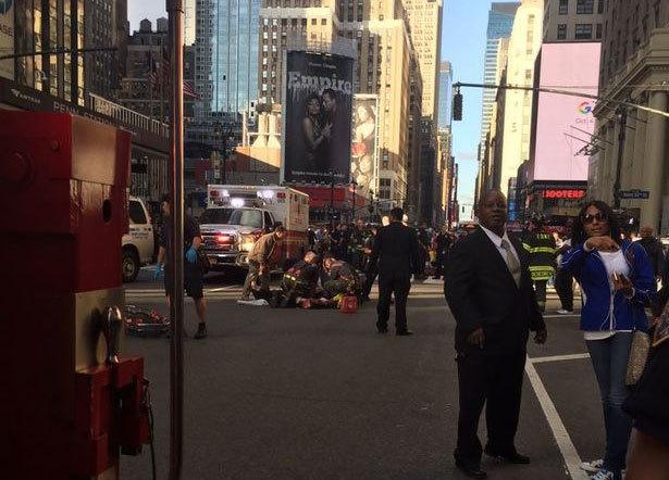 Xe điên lao thẳng vào đám đông ở New York