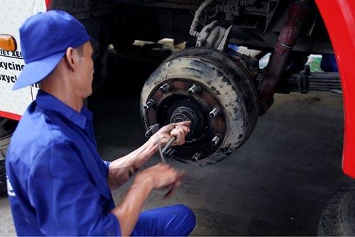 Thợ xe buýt Transerco trổ tài bảo dưỡng, sửa chữa