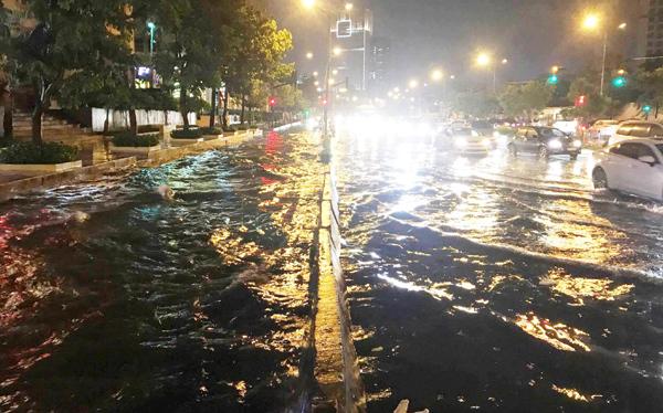 Máy bơm, ngập nước, Nguyễn Hữu Cảnh, siêu máy bơm,