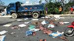 Hà Tĩnh: Dân vây xe tải chở cá mực thối rữa chôn gần bờ đê