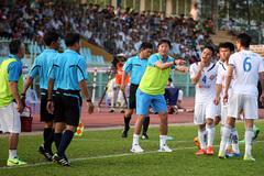 Hòa đội bóng của Công Vinh, Huỳnh Đức tố trọng tài