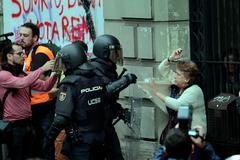 Đụng độ ở trưng cầu dân ý tại Tây Ban Nha, 460 người bị thương