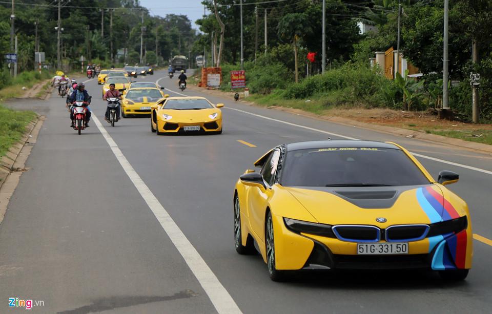 Hành trình 1.000 km trên siêu xe băng cao tốc, đường rừng ở Việt Nam