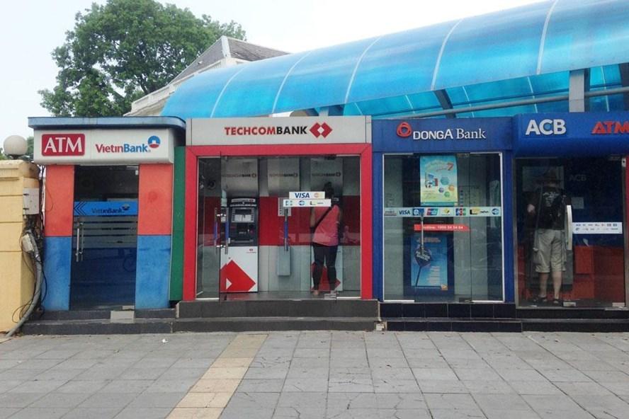 cây ATM, rút tiền, tài khoản ngân hàng, mất cắp, mất tiền, thẻ tín dụng