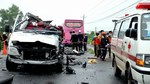 Xe khách đấu đầu biến dạng, 6 người chết