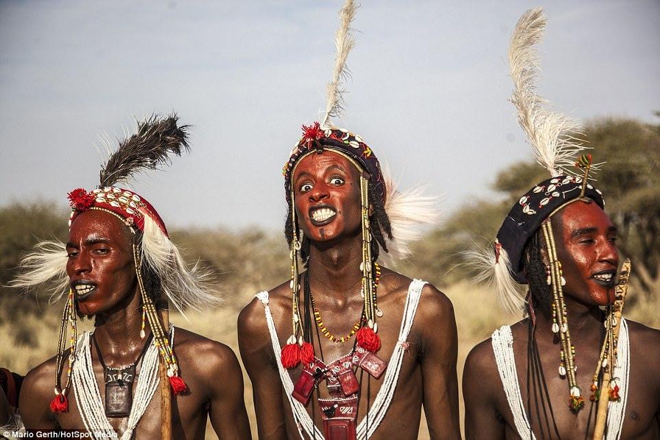Lễ hội cướp vợ, đổi chồng của bộ tộc tây Phi
