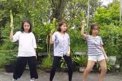 """Bộ ba nhảy cực ngầu với phong cách """"Chúng ta không thuộc về nhau"""""""