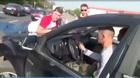 Bài học nhớ đời cho tài xế lái xe lên vỉa hè tránh tắc đường