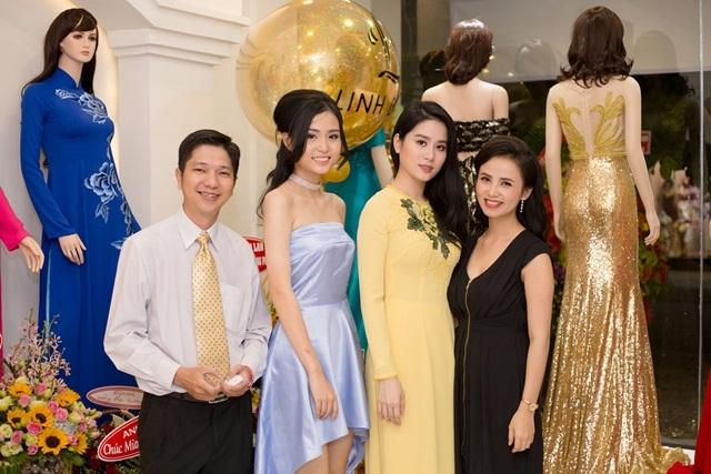 Hoa hậu Mỹ Linh giản dị dự sự kiện