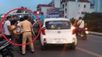 Hà Nội: Chạy xe máy kẹp 3 đâm gãy chân CSGT rồi bỏ trốn