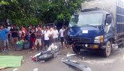 Xe máy ôm cua tông xe tải, hai người chết tại chỗ
