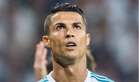 Fellaini 'làm giá' MU, Zidane thất vọng Ronaldo