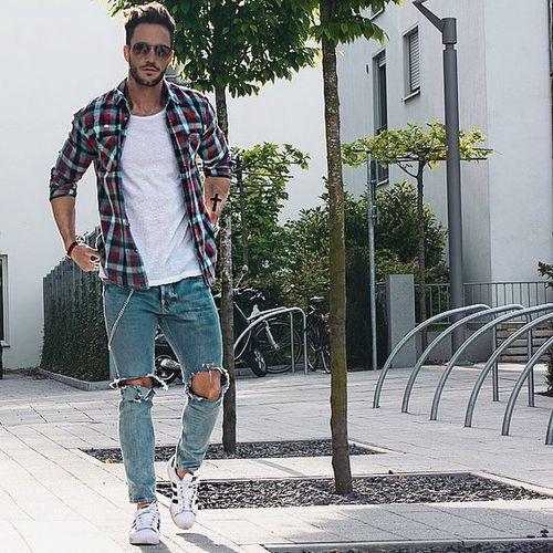 Phối đồ đẹp với chiếc quần jeans rách