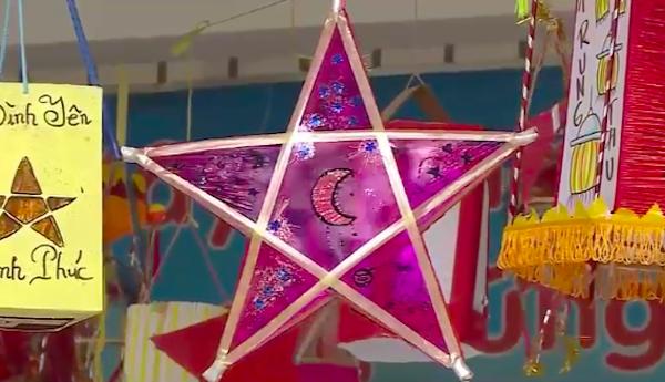Những chiếc đèn lồng của cô giáo 40 tuổi đời, 6 năm biên chế