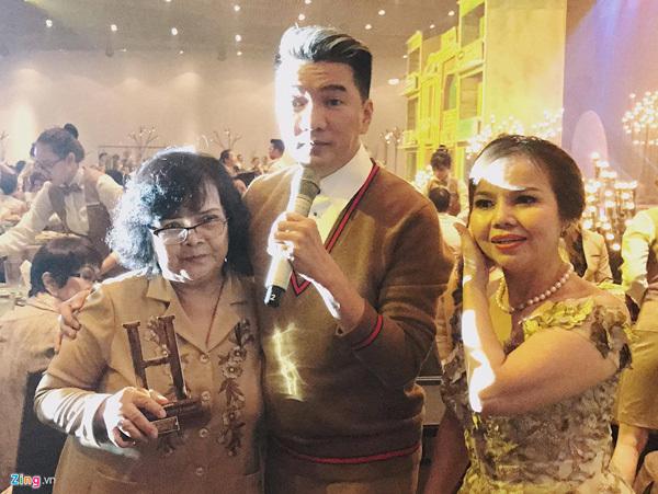 Mẹ ruột xin lỗi Đàm Vĩnh Hưng sau scandal nợ 20 tỷ