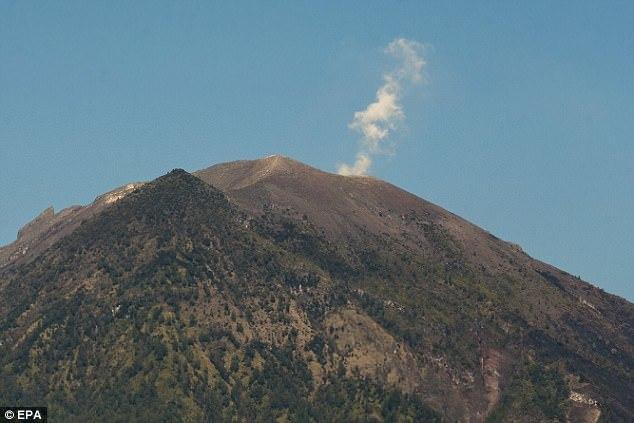 10 vạn dân chạy xa khỏi núi lửa