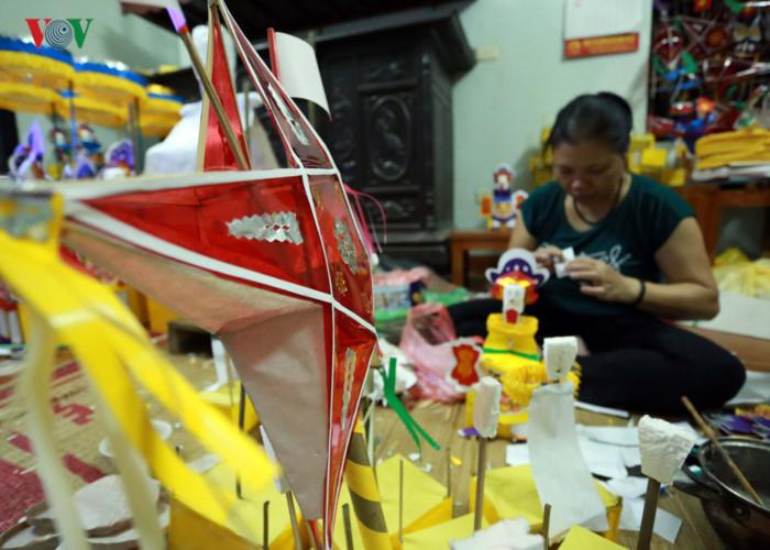 Nghệ nhân gần nửa thế kỷ giữ hồn Trung thu Việt