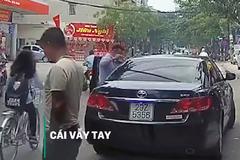 Quẹt xe trên đường và hành động của hai tài xế khiến nhiều người ngỡ ngàng