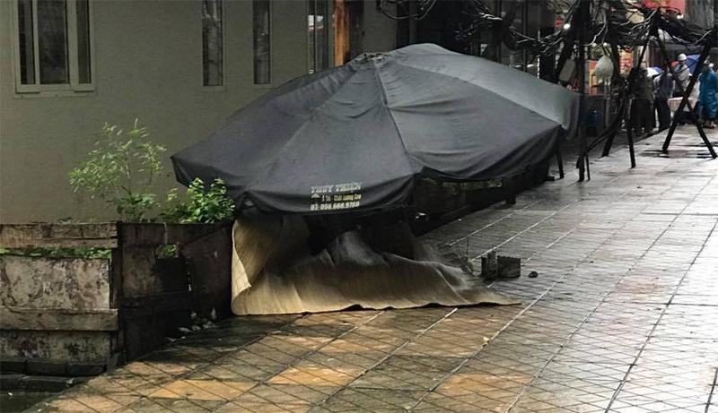 Người phụ nữ rơi từ tầng 20 chung cư Văn Khê
