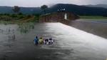 Video nhóm nữ sinh vượt sông đi thi gây sốt