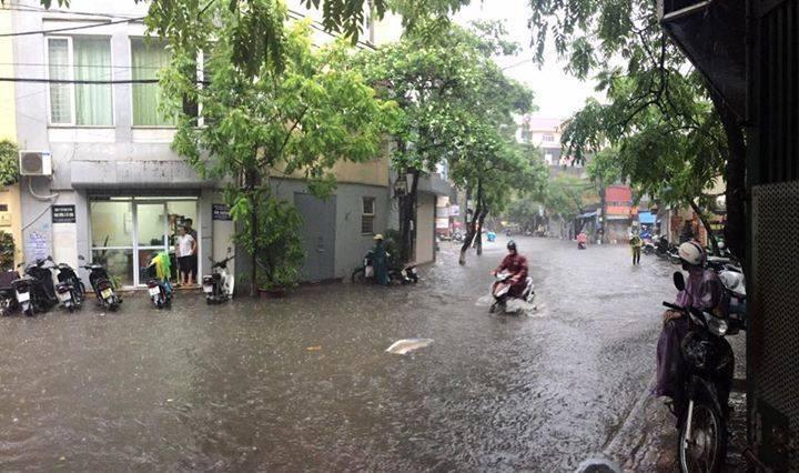 Dự báo thời tiết 4/10: Hà Nội mưa vừa, mưa to