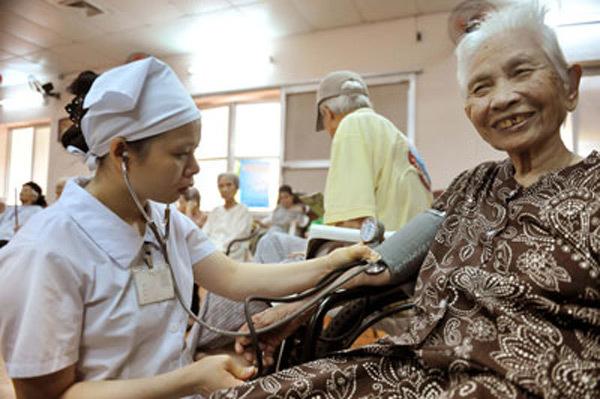 Dân Việt sẽ già trước khi giàu?
