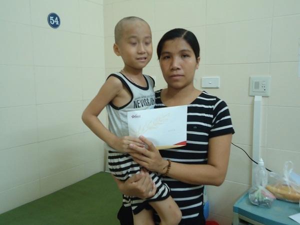 Hơn 16 triệu đồng bạn đọc giúp đỡ em Nguyễn Việt Hưng