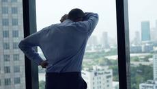 Lặng người thấy vợ chưa cưới ôm eo tình cũ vào khách sạn