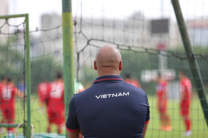 Phá sản giờ chót, tuyển Việt Nam mất thầy ngoại dạy thủ môn
