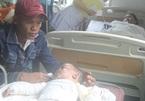 Bắt muỗi bằng đèn dầu, mẹ bầu cùng con trai bỏng nặng