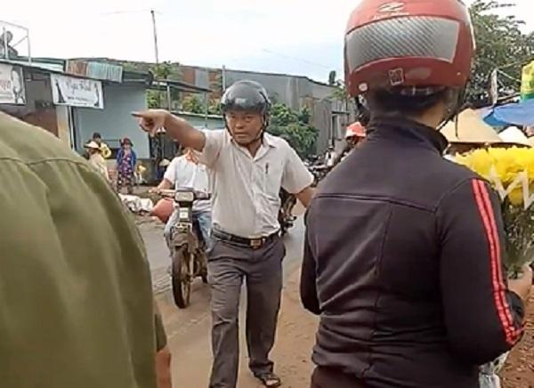 Trưởng công an tung cước dẹp lề đường: 'Tôi làm hơi quá, mong bỏ qua'