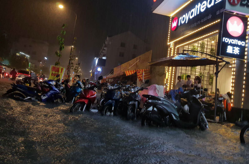 mưa ngập, sài gòn, đêm trung thu, sài gòn ngập, mưa lớn gây ngập, ngập lụt