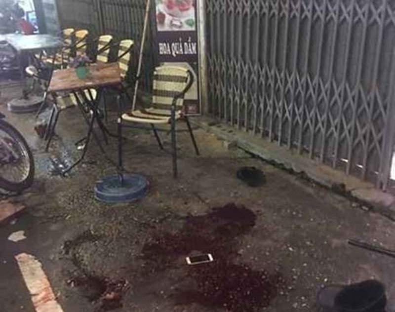 Người đàn ông bị đâm gục giữa phố Hà Nội trong đêm Trung thu
