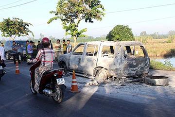Giang hồ chặn đường đốt xe ô tô, 2 người bỏng nặng