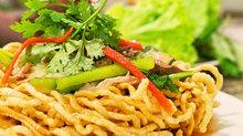 Vào bếp với món mì xào giòn Trung Hoa