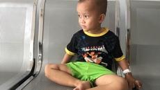 Cha mẹ khó khăn, số phận cậu bé ung thư mỏng manh
