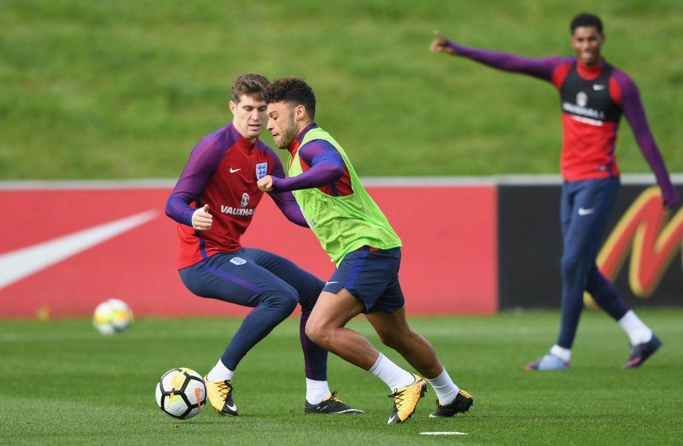 Lộ đội hình tuyển Anh đấu Slovenia: Bất ngờ Chamberlain!
