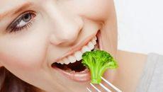 Điểm mặt những thực phẩm tốt giúp răng trắng sáng mà bạn nên ăn