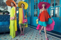 Dàn mẫu cuốn hút với váy áo sắc màu