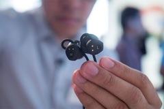 Tai nghe Google 159 USD có thể dịch 40 thứ tiếng