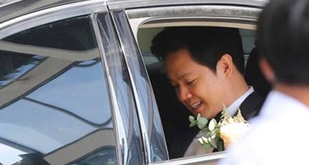 Gia đình Trung Tín vào nhà Thu Thảo và tiến hành lễ đón dâu