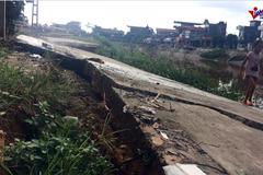 Hà Nội: Đường bê tông xã đứt đôi sau 1 tháng khánh thành