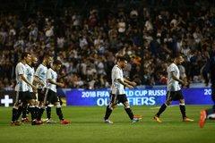 Argentina lỡ hẹn World Cup: Đừng khóc cho Messi