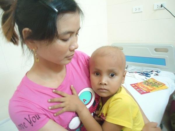 hoàn cảnh khó khăn, ung thư võng mạc, từ thiện vietnamnet, ung thư ở trẻ em