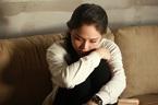Chồng ngoại tình có con riêng, vợ đau đớn muốn kiện